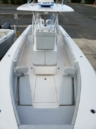 7226285_20190922142233313_1_XLARGE 2018 CONTENDER 35 ST Center Console 2703000