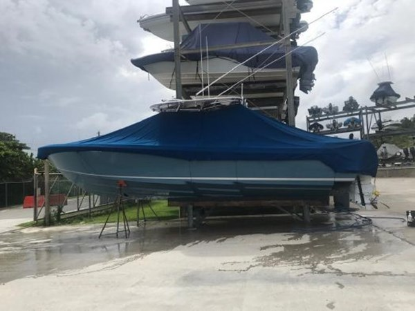7226285_20190922142234070_1_XLARGE 2018 CONTENDER 35 ST Center Console 2703001