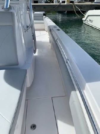 7226285_20190922142236131_1_XLARGE 2018 CONTENDER 35 ST Center Console 2703004