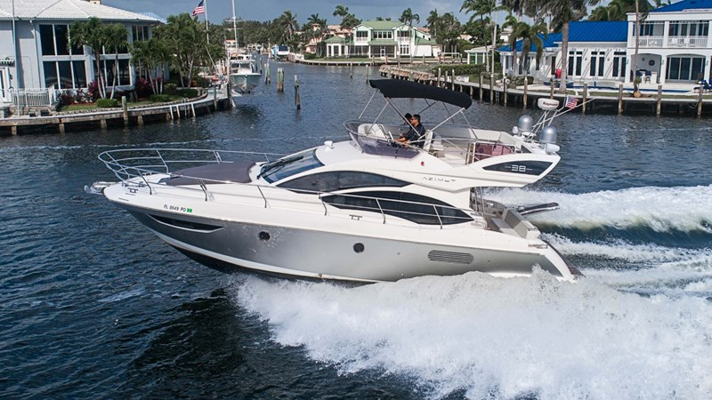 2 2011 AZIMUT 38 Flybridge (AKA 40 Fly) Motor Yacht 2706063