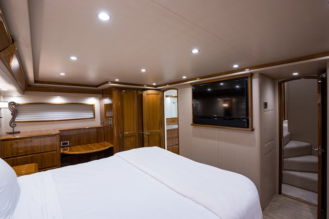 Master Stateroom 2014 VIKING Convertible Sport Fisherman 2706736