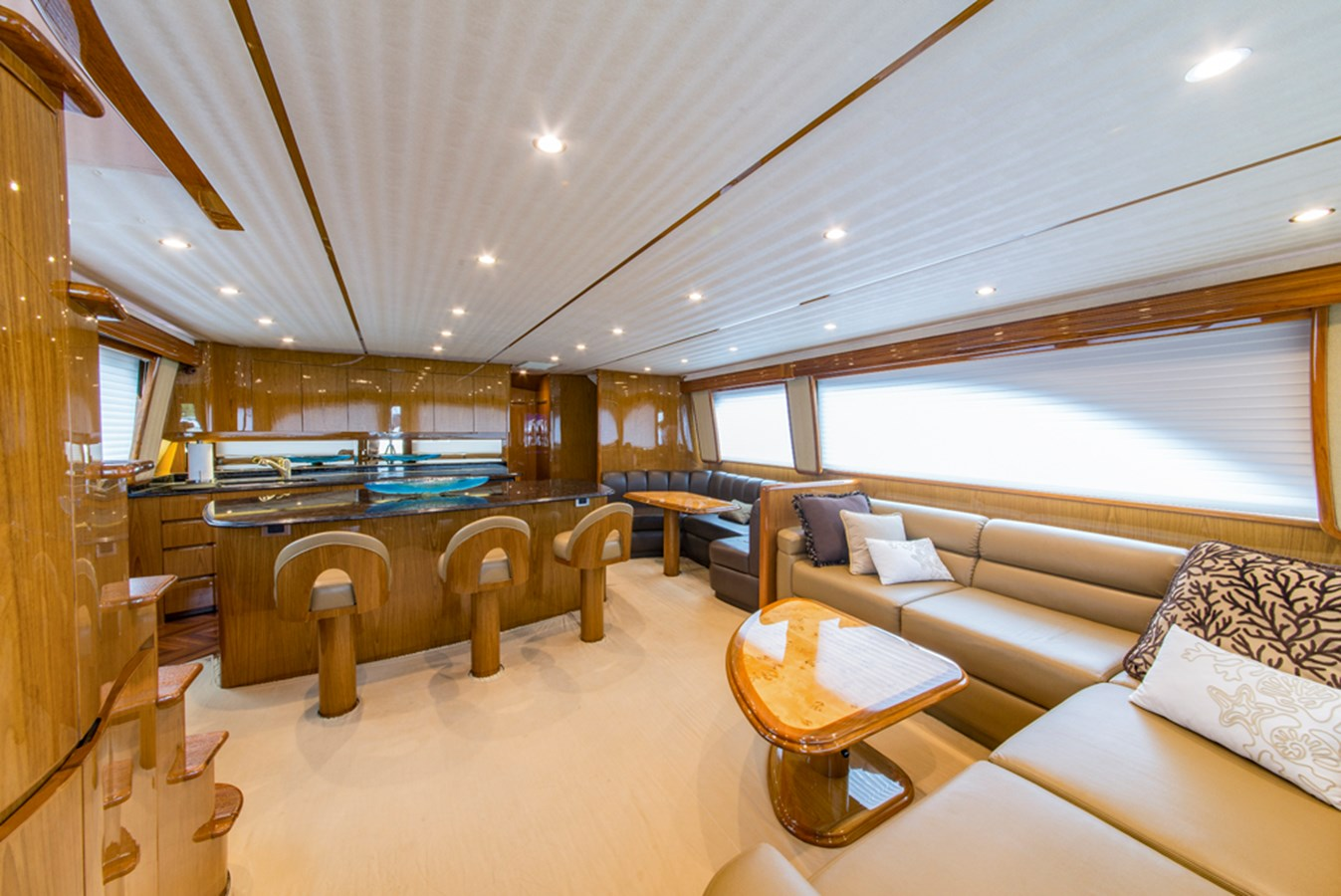 Salon 2012 VIKING Enclosed Bridge Sport Fisherman 2706748