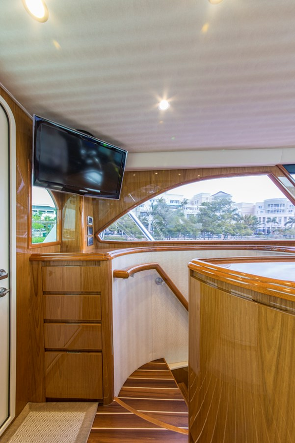 Enclosed Flybridge 2012 VIKING Enclosed Bridge Sport Fisherman 2706826