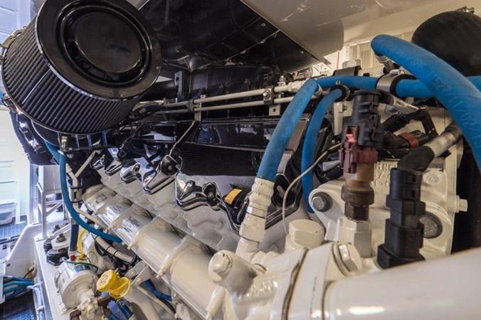 Engine Room 2015 VIKING Enclosed Bridge Sport Fisherman 2707232