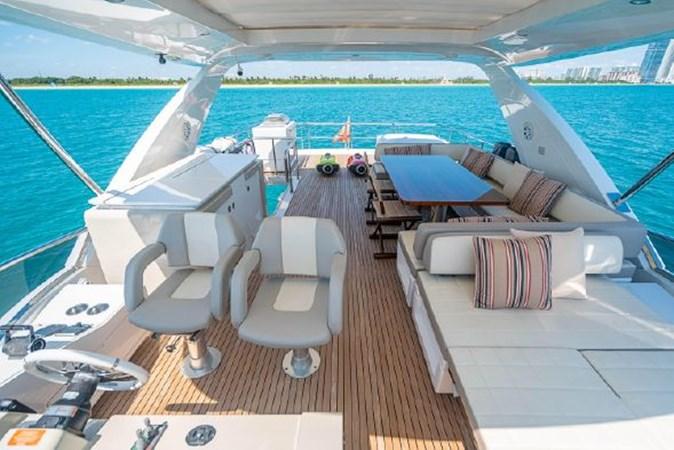 44 2017 AZIMUT 72 Flybridge Motor Yacht 2707379