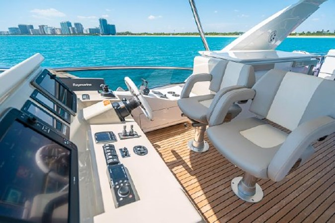 49 2017 AZIMUT 72 Flybridge Motor Yacht 2707384