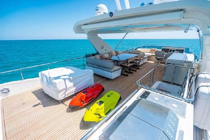 52 2017 AZIMUT 72 Flybridge Motor Yacht 2707387