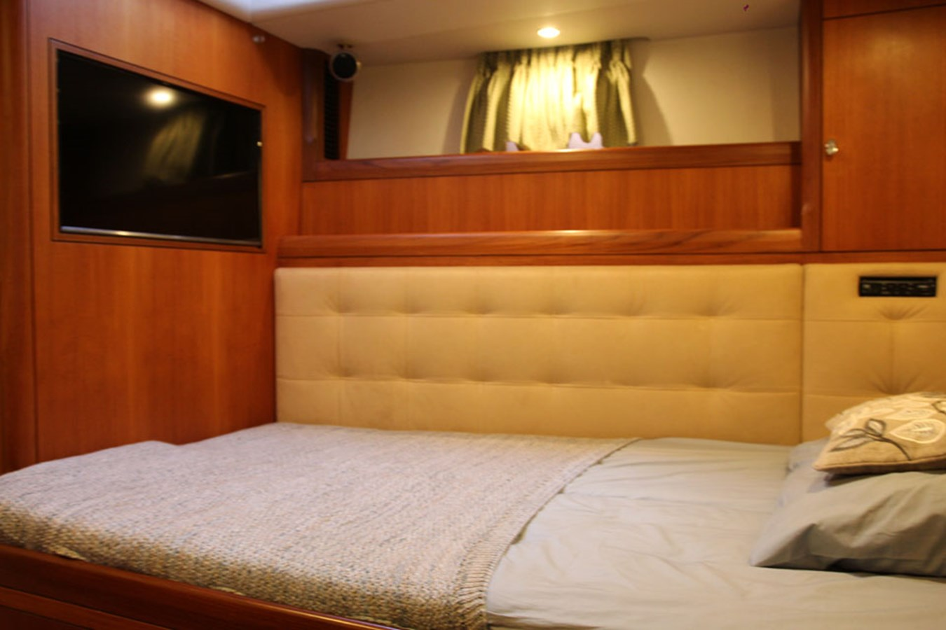 oyster-72-15 2005 OYSTER MARINE LTD Oyster 72 Cruising Sailboat 2707558
