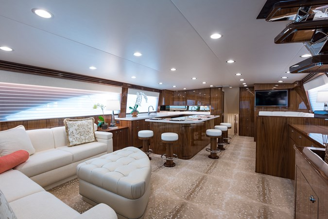 Salon 2019 VIKING Enclosed Sport Fisherman 2707597