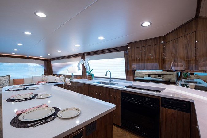 Galley 2019 VIKING Enclosed Sport Fisherman 2707602