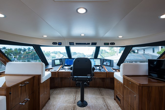 Enclosed Flybridge 2019 VIKING Enclosed Sport Fisherman 2707644