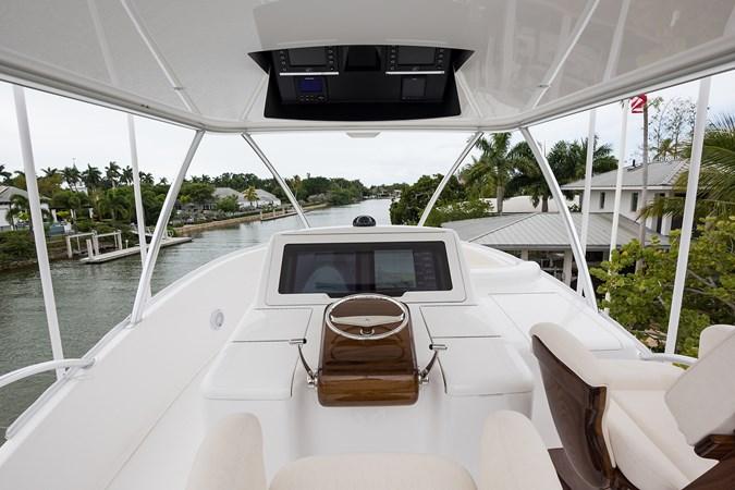 Skybridge 2019 VIKING Enclosed Sport Fisherman 2707649