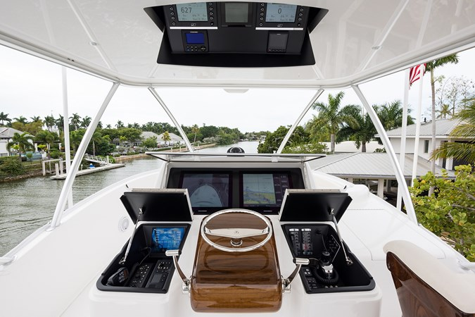 Skybridge 2019 VIKING Enclosed Sport Fisherman 2707650