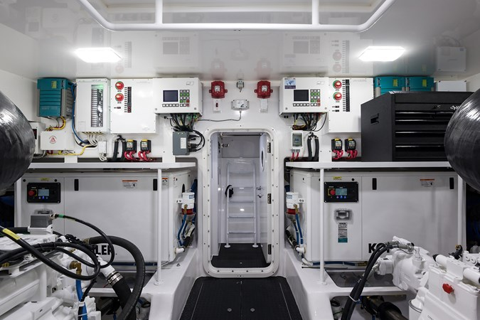 Engine Room 2019 VIKING Enclosed Sport Fisherman 2707661