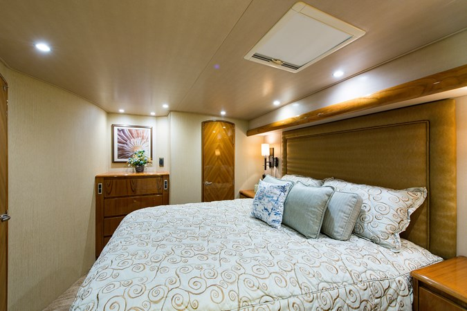 Master Suite 2013 VIKING Enclosed Bridge Sport Fisherman 2707774