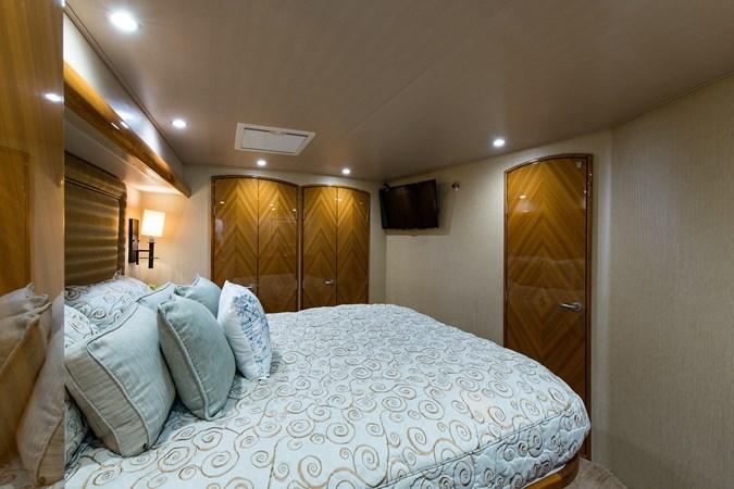 Master Suite 2013 VIKING Enclosed Bridge Sport Fisherman 2707775
