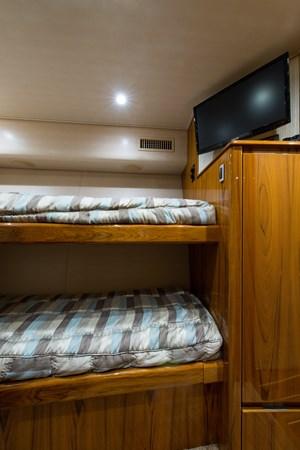 Starboard Guest Suite 2013 VIKING Enclosed Bridge Sport Fisherman 2707783