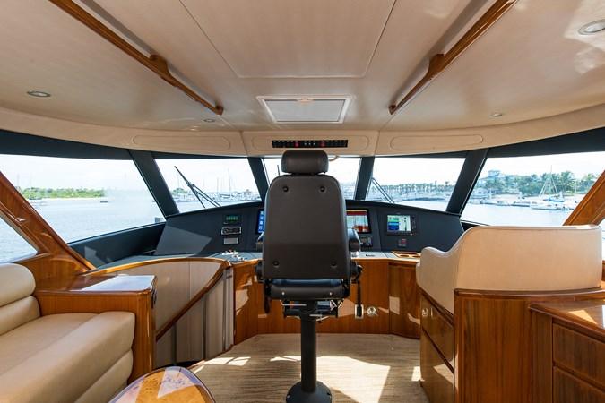 Enclosed Flybridge Helm 2013 VIKING Enclosed Bridge Sport Fisherman 2707792