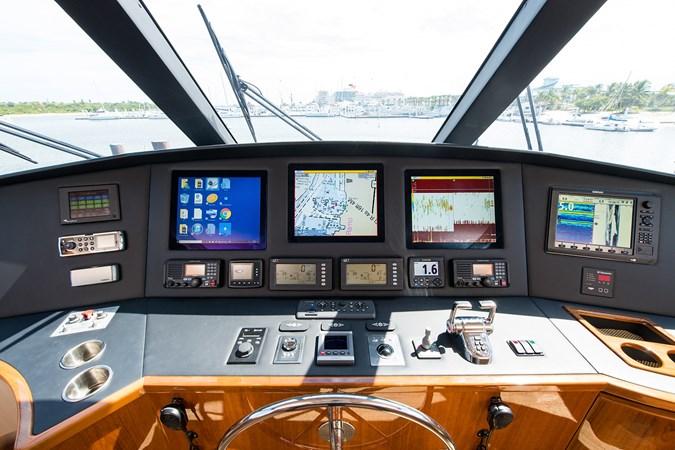 Helm - Steering and Navigation 2013 VIKING Enclosed Bridge Sport Fisherman 2707793