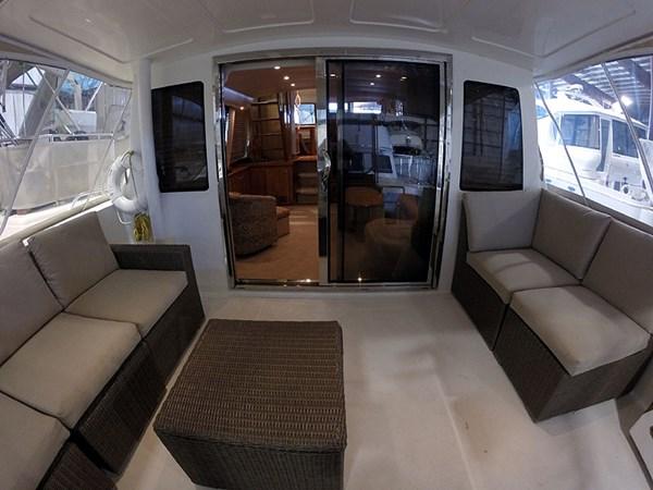 07CockpitFWDWide 2004 NAVIGATOR 5700 Rival Pilothouse Motor Yacht 2708986