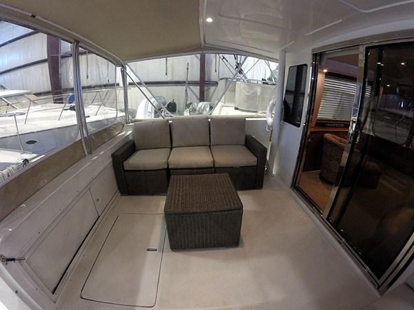 08CockpitPortWide 2004 NAVIGATOR 5700 Rival Pilothouse Motor Yacht 2708987