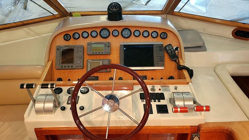24PHHelm 2004 NAVIGATOR 5700 Rival Pilothouse Motor Yacht 2709003
