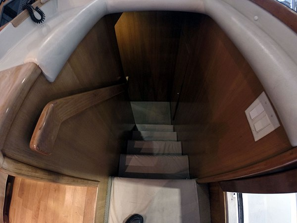 27PHBerthingPassagew 2004 NAVIGATOR 5700 Rival Pilothouse Motor Yacht 2709006