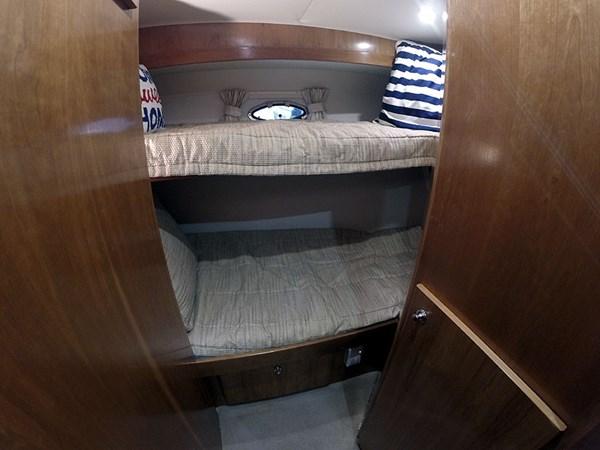 31BRPortWide 2004 NAVIGATOR 5700 Rival Pilothouse Motor Yacht 2709010