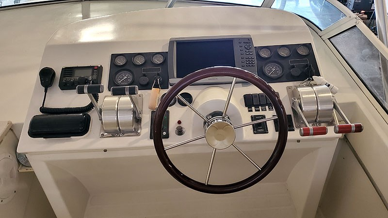 37FBHelm 2004 NAVIGATOR 5700 Rival Pilothouse Motor Yacht 2709016