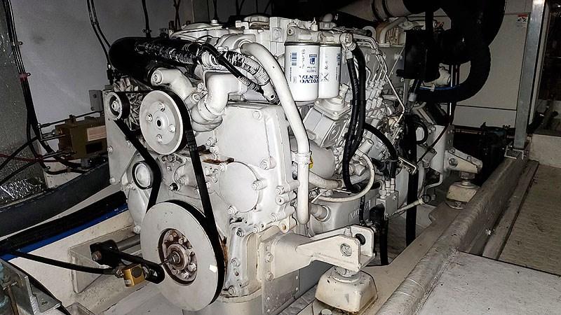 46MECHSTBDMainEngineFWD 2004 NAVIGATOR 5700 Rival Pilothouse Motor Yacht 2709025