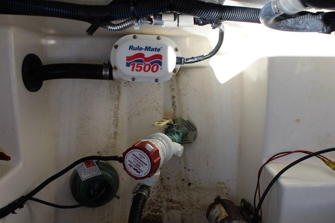 Bilge Pump 2014 CENTURY 3200 Center Console Center Console 2709345