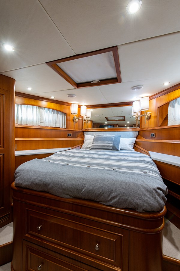 Tout Va Bien_Forward Stateroom2 2005 GRAND BANKS 64 Aleutian RP Motor Yacht 2726111