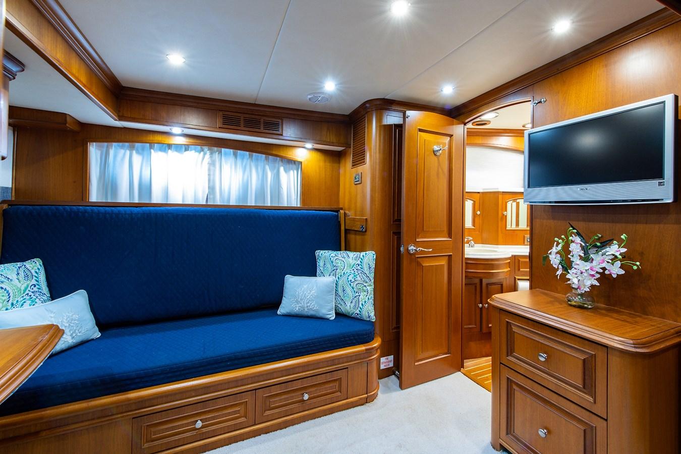 Tout Va Bien_Guest Stateroom-Den4 2005 GRAND BANKS 64 Aleutian RP Motor Yacht 2726120