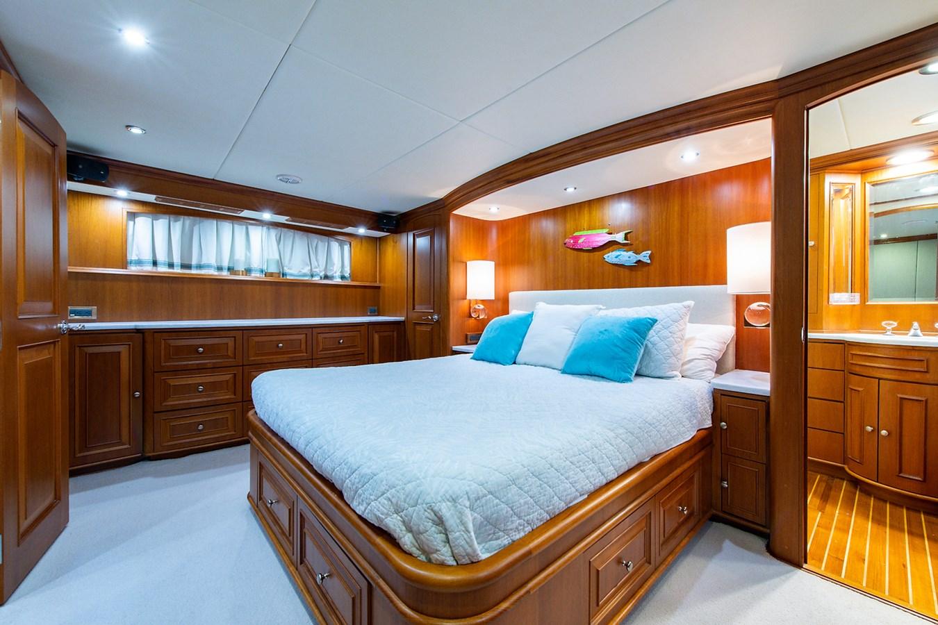 Tout Va Bien_Master Stateroom4 2005 GRAND BANKS 64 Aleutian RP Motor Yacht 2726129