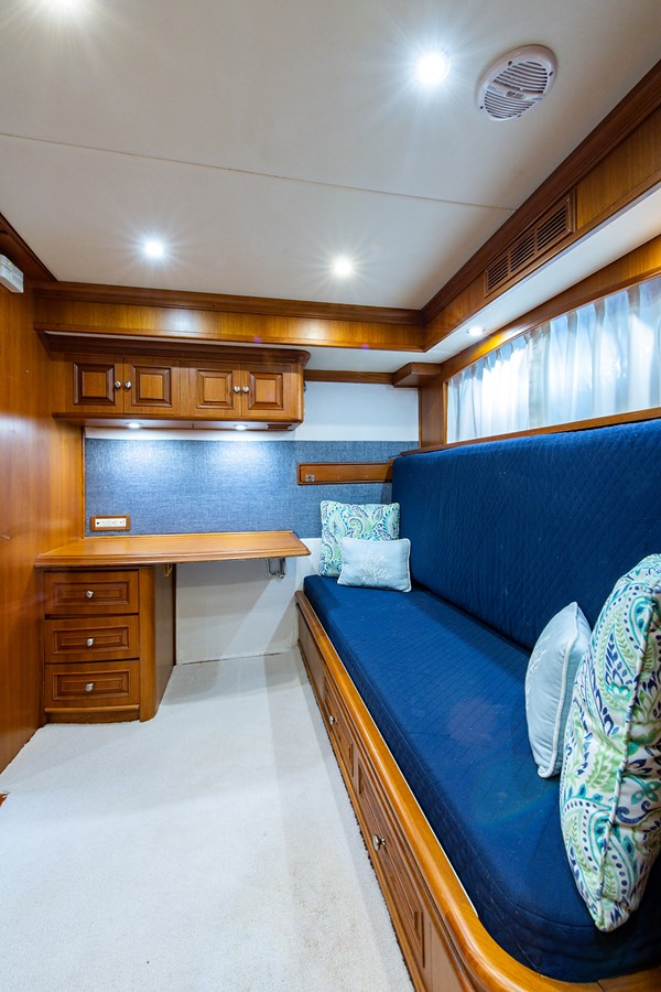 Tout Va Bien_Guest Stateroom-Den5 2005 GRAND BANKS 64 Aleutian RP Motor Yacht 2726132