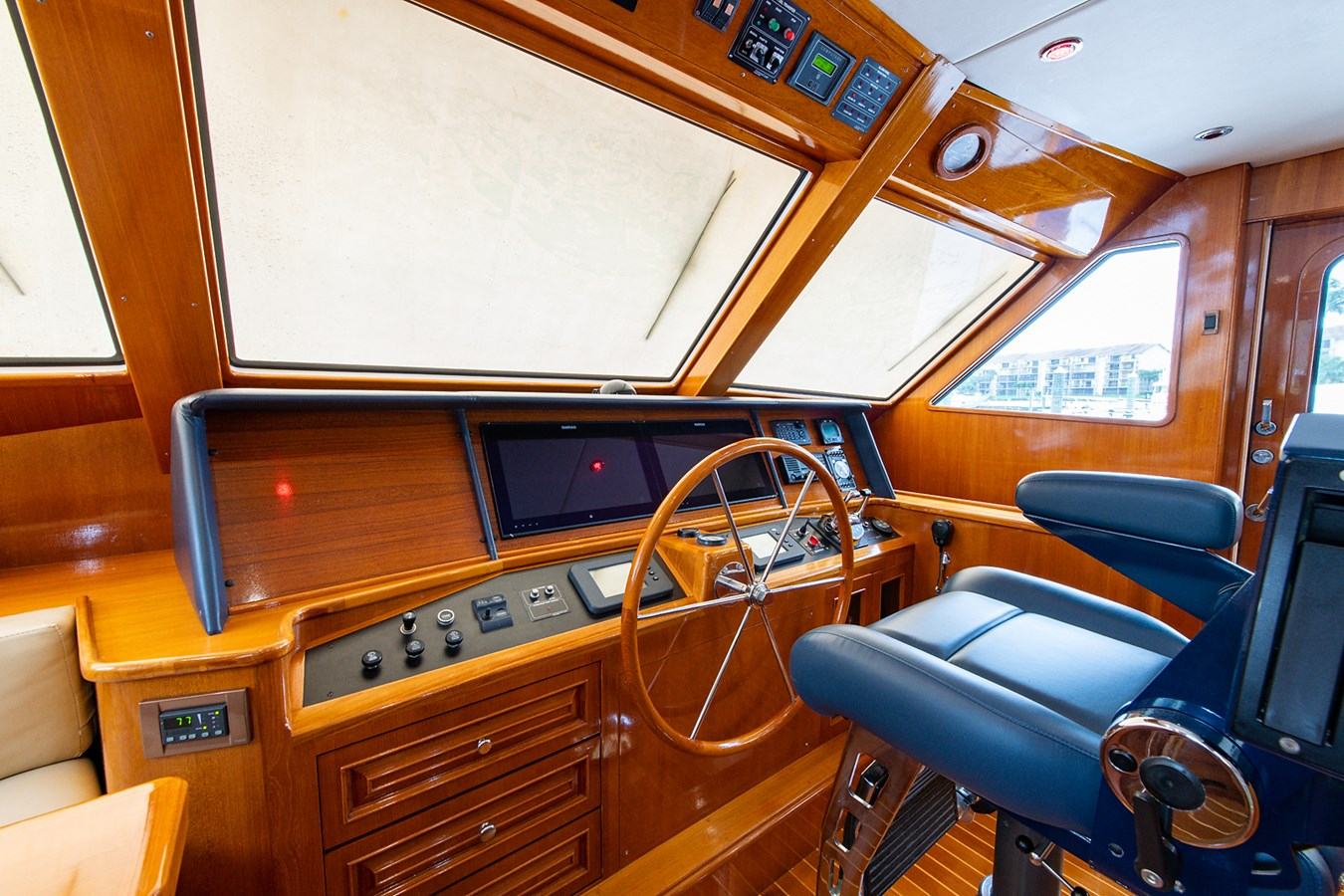Tout Va Bien_Pilothouse4 2005 GRAND BANKS 64 Aleutian RP Motor Yacht 2726133