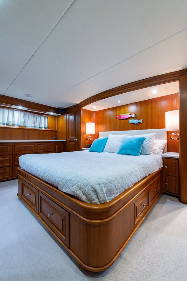 Tout Va Bien_Master Stateroom3 2005 GRAND BANKS 64 Aleutian RP Motor Yacht 2726140