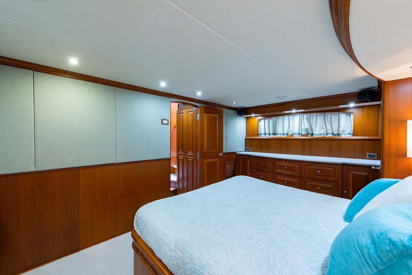 Tout Va Bien_Master Stateroom5 2005 GRAND BANKS 64 Aleutian RP Motor Yacht 2726161