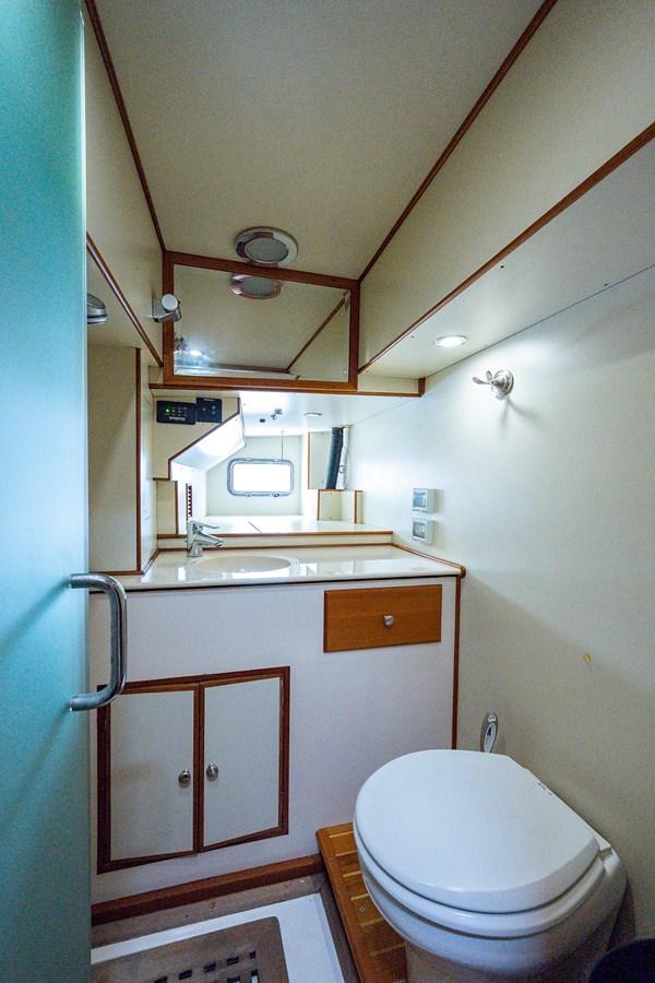 Tout Va Bien_Crew Quarters5 2005 GRAND BANKS 64 Aleutian RP Motor Yacht 2726169