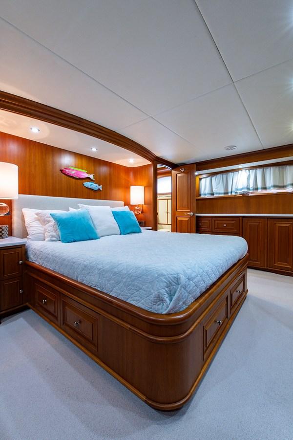 Tout Va Bien_Master Stateroom8 2005 GRAND BANKS 64 Aleutian RP Motor Yacht 2726171