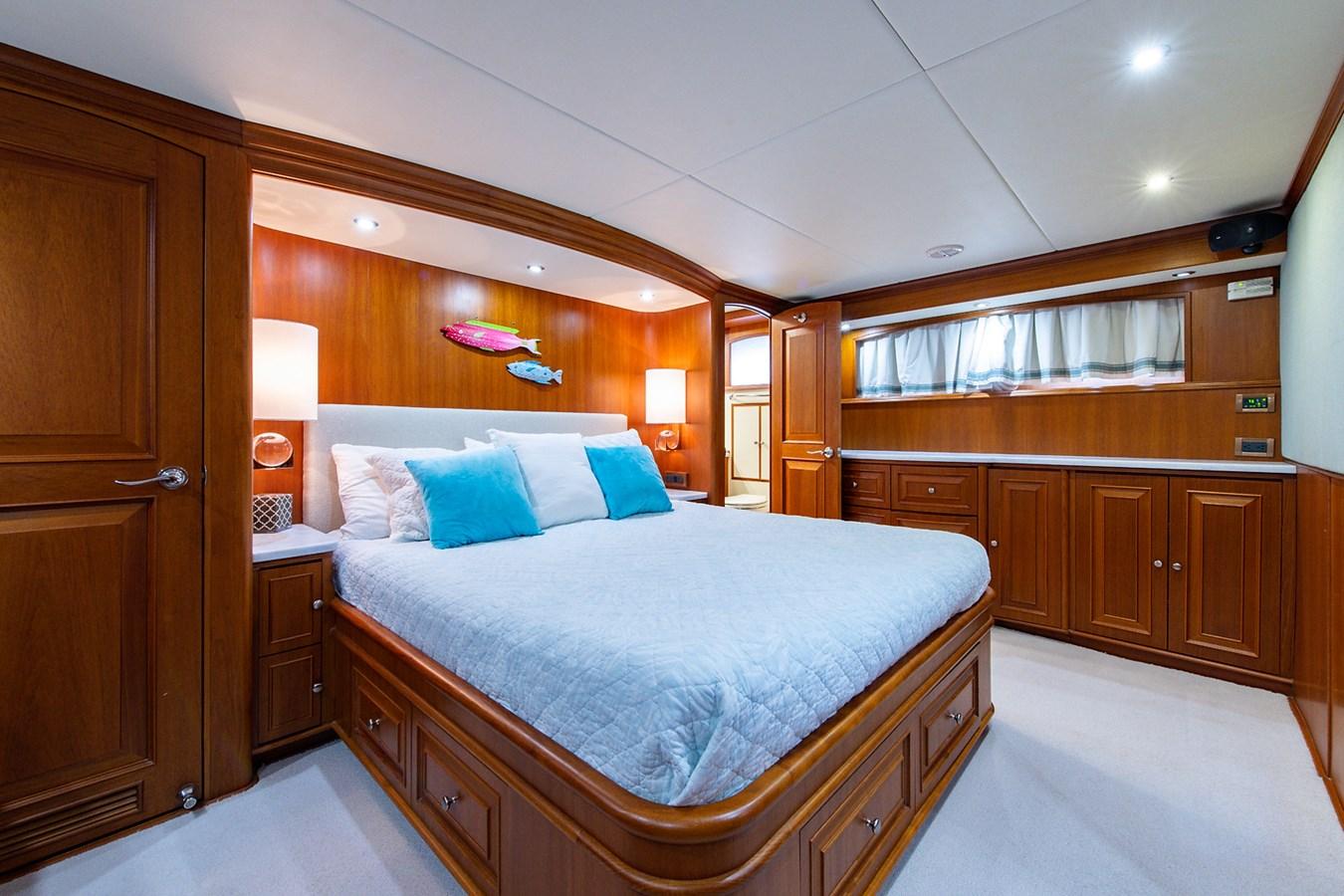 Tout Va Bien_Master Stateroom7 2005 GRAND BANKS 64 Aleutian RP Motor Yacht 2726173