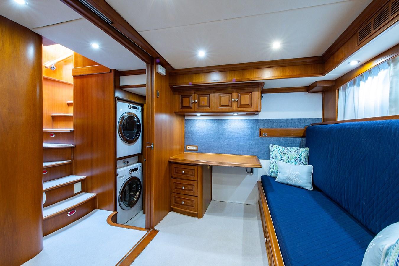 Tout Va Bien_Guest Stateroom-Den8 2005 GRAND BANKS 64 Aleutian RP Motor Yacht 2726175