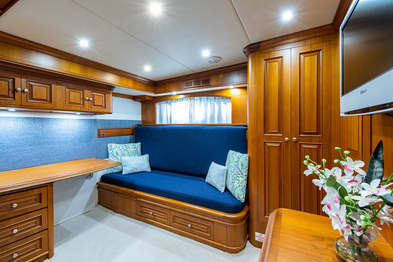 Tout Va Bien_Guest Stateroom-Den3 2005 GRAND BANKS 64 Aleutian RP Motor Yacht 2726180