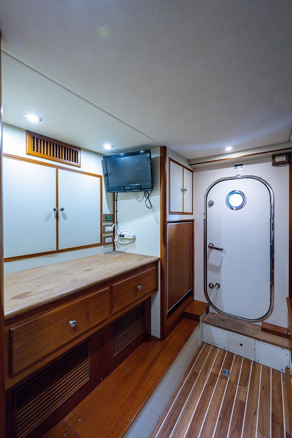 Tout Va Bien_Crew Quarters3 2005 GRAND BANKS 64 Aleutian RP Motor Yacht 2726193