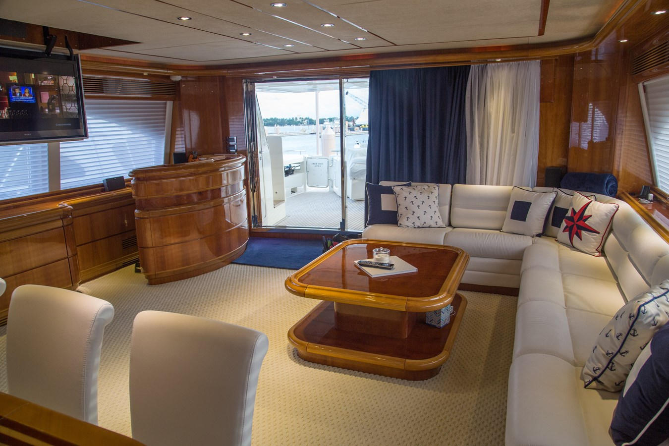 Salon 2003 FERRETTI YACHTS Custom Flybridge Motor Yacht 2710301