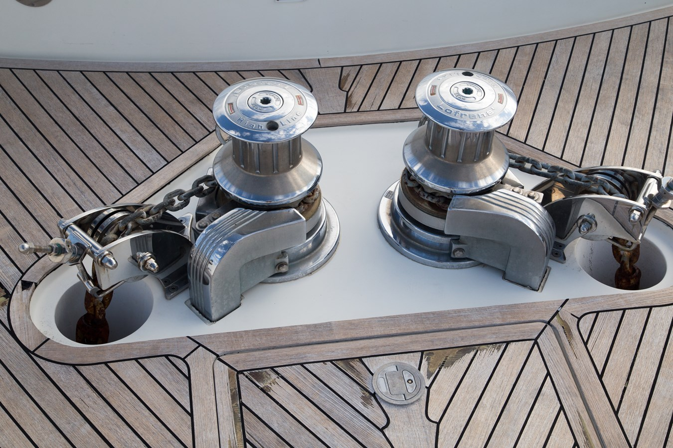 Dual Anchor Windlass 2003 FERRETTI YACHTS Custom Flybridge Motor Yacht 2710333