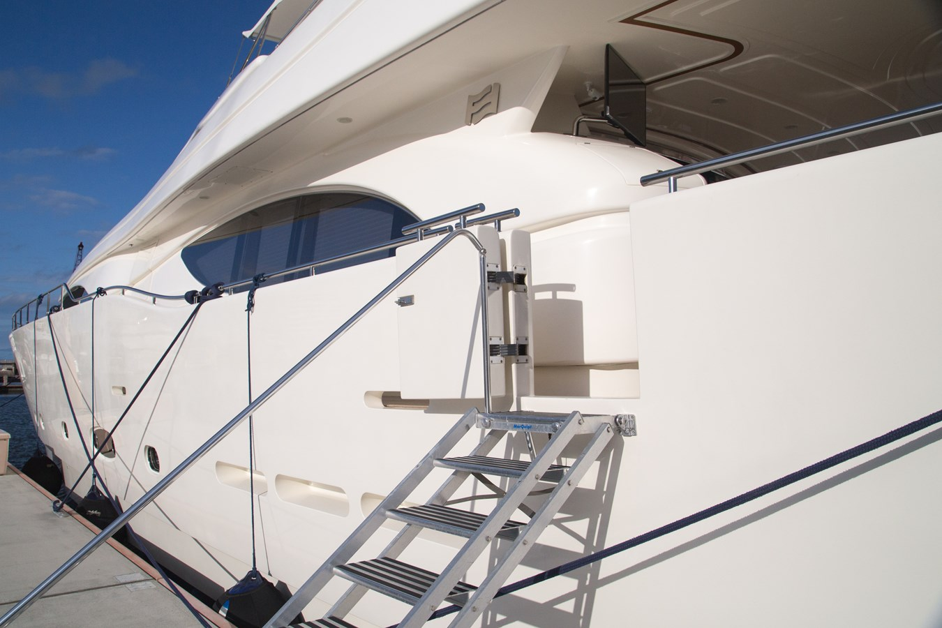 Side Boarding Gates with Tide-Ride 2003 FERRETTI YACHTS Custom Flybridge Motor Yacht 2710344