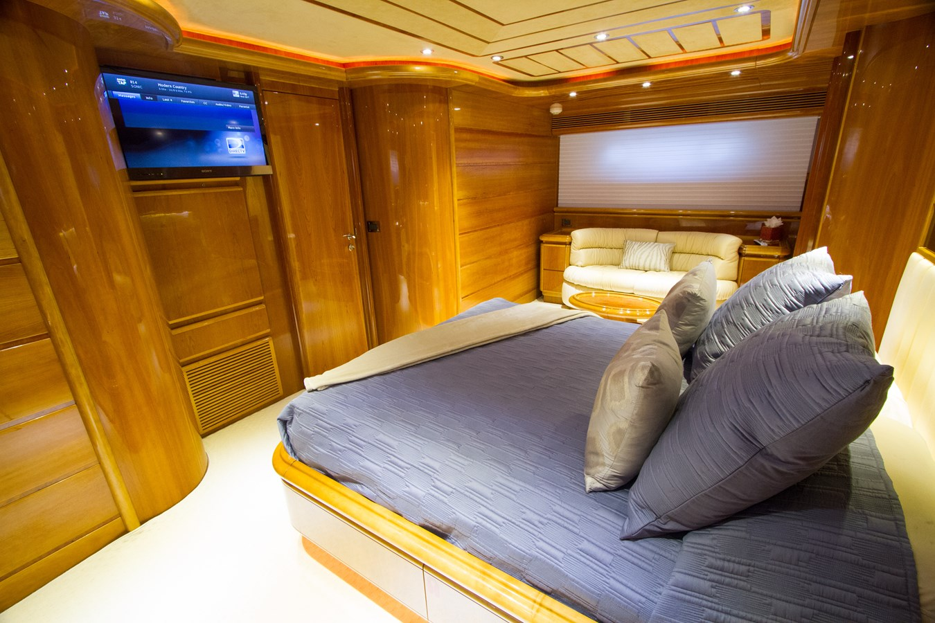 Full Beam VIP Stateroom 2003 FERRETTI YACHTS Custom Flybridge Motor Yacht 2710354