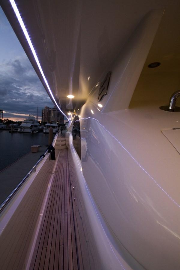 Side Deck 2003 FERRETTI YACHTS Custom Flybridge Motor Yacht 2710367