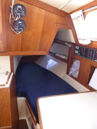 P1010298 1989 ERICSON YACHTS Ericson 32-3 Cruising/Racing Sailboat 2710758